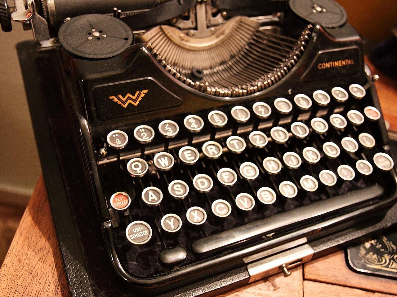 typewriter-15461_1280